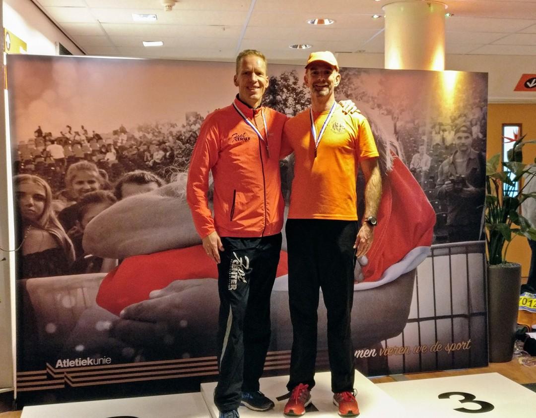 Foto:Ruud Beerepoot met zilver (links) samen met Henk van Dijk tweemaal brons